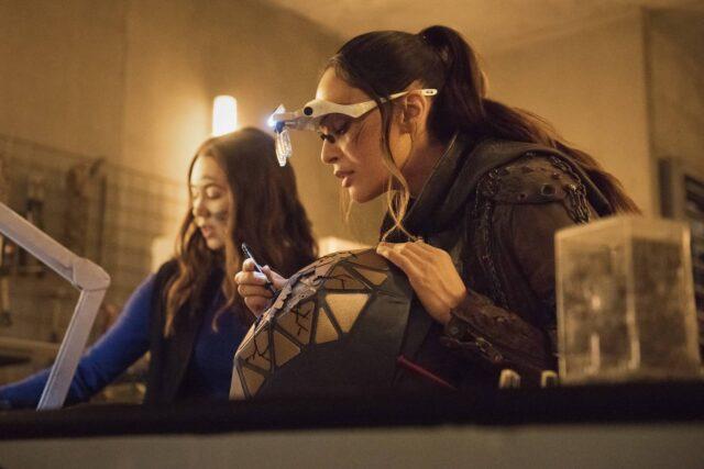 Luisa d'Oliveira como Emori y Lindsey Morgan como Raven