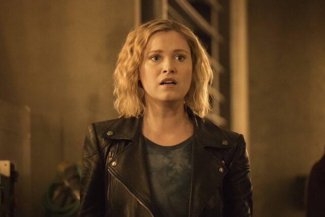 Eliza Taylor como Clarke