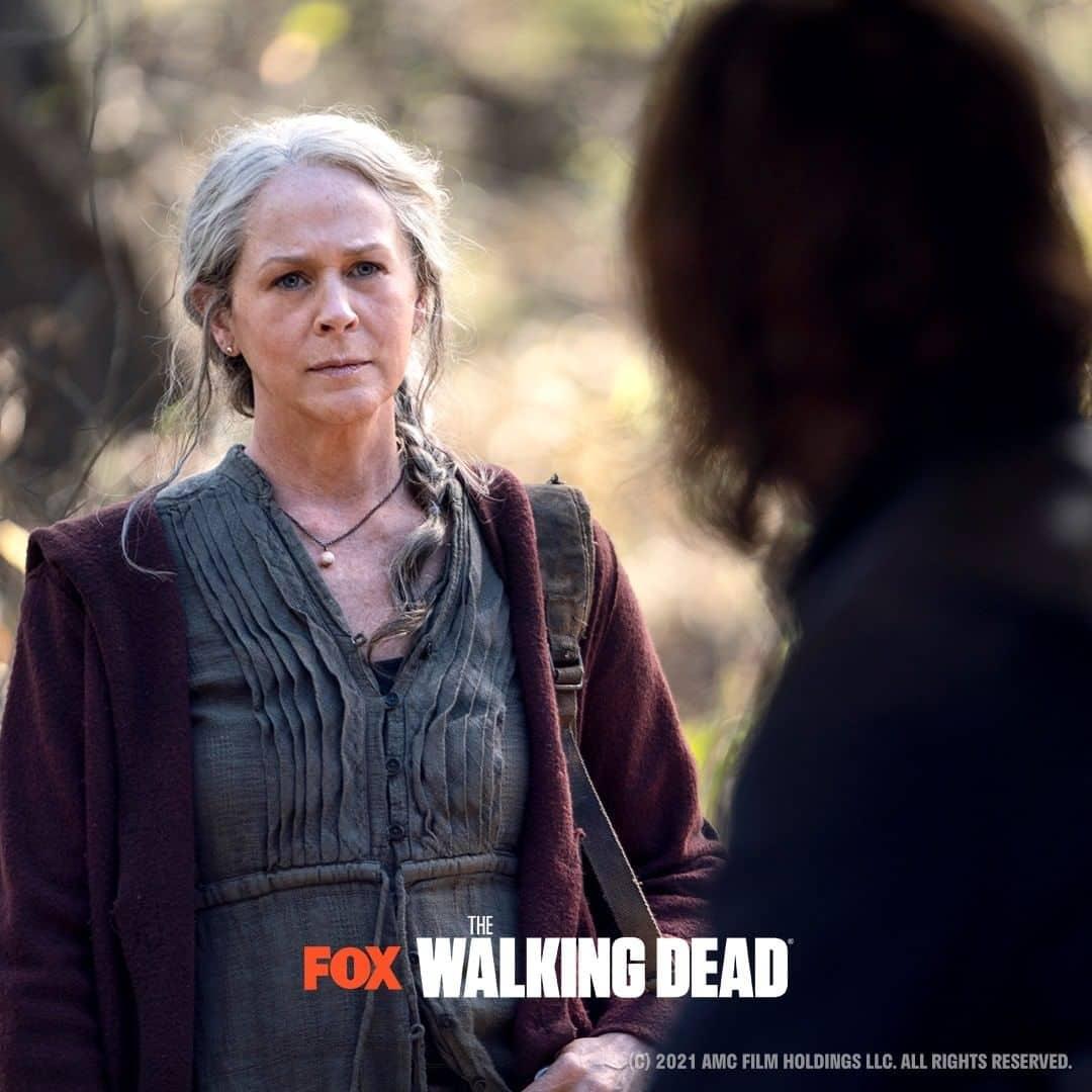 Melissa McBride como Carol Peletier y Norman Reedus como Daryl Dixon en TWD 2021