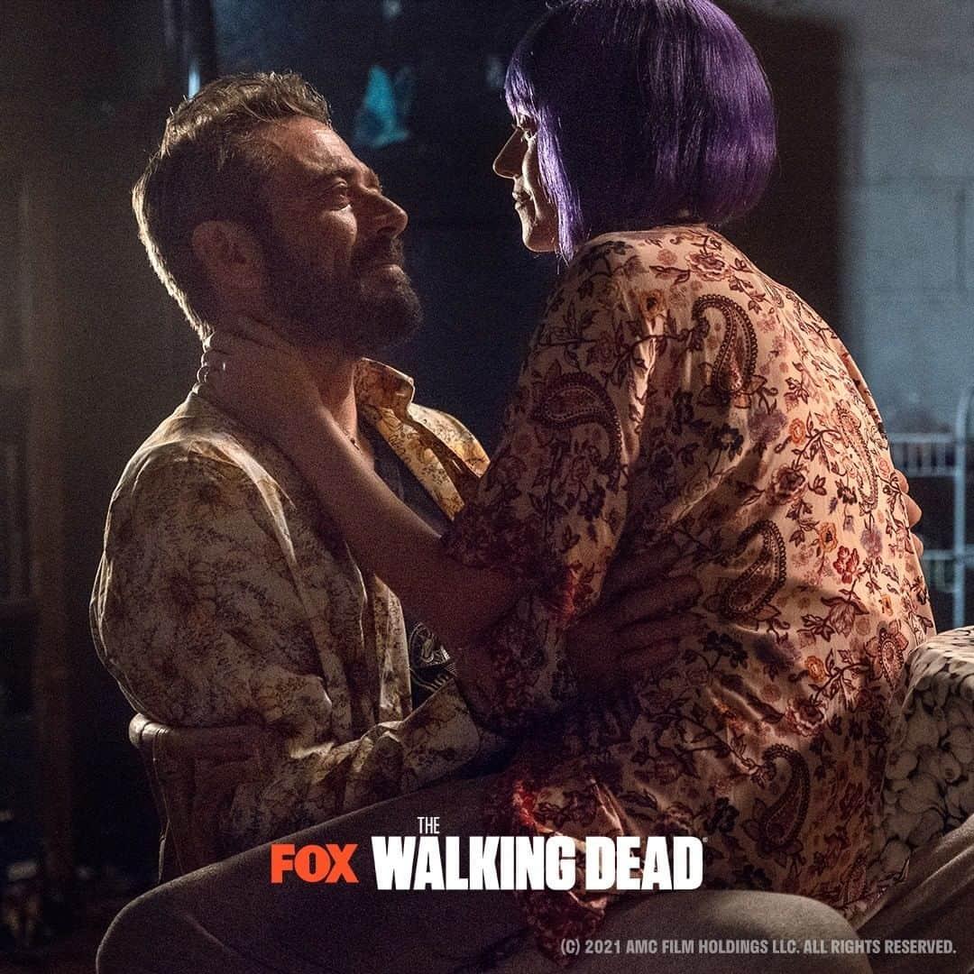 Jeffrey Dean Morgan como Negan y Hilarie Burton como su esposa Lucille en The Walking Dead 10x22