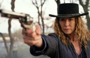 Jenna Elfman como June en Fear The Walking Dead 6x13 J.D.